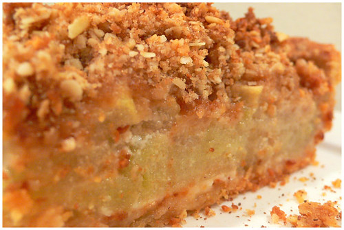 Almond apple crumb pie
