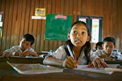 concentration (phitar) Tags: school topf25 children concentration cambodge cambodia 2006 phnompenh phitar