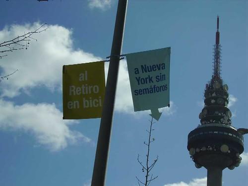 Propaganda del Ayuntamiento de Madrid. Al Retiro en bici. A Nueva York sin semáforos.