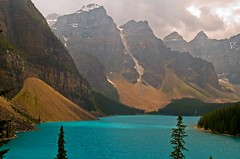 Moraine Lake (Matt Champlin) Tags: blue lake snow canada mountains ice nature topf25 beauty topv2222 landscape topv555 jasper 500v20f glacier banff nationalparks banffnationalpark calendarshots specland speclandscape