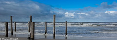 Nordsee; Northsee (Sony_Fan) Tags: northsee nordsee holland netherlands 2016 sonyfan thomas umbach schwelm photographer fotograf wasser water wave wellen himmel heaven clouds wolken pfähle strand beach sand wood wooden stake sony rx100 kompaktkamera 20mp vacation holiday urlaub kurztrip