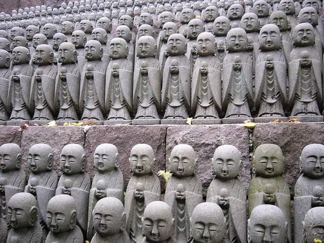 Lotsa buddhas III