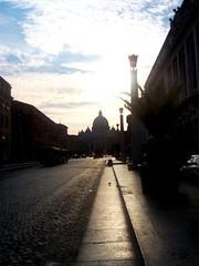 Vatikn - Bazilika sv. Petra podveer / Vatican - Saint Peter's Basilic early in the evening (vierka_osterka) Tags: 2005 sunset vatican rome tourism church outdoors august sanpietro basilic saintpetersbasic