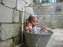 Katherine bañandose