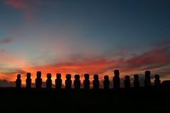 Moai sunrise (iko) Tags: topf25 statue 1025fav sunrise topv333 100v10f fv5 moai easterisland leverdesoleil rapanui isladepascua iledepaques interestingness266 i500