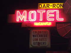 Dar-Ron Motel (Curtis Gregory Perry) Tags: old pink light usa signs west color colour classic luz glass sign electric night america vintage portland hotel licht us inn colorful neon pretty glow unitedstates state northwest bright lumire or lodging tube tubes motel ne retro gas beaver chain american signage western electricity pacificnorthwest americans glowing instructions colourful dying electrical vacancy ore suites luce instruction muestra placard important advisory accomodation signe sinal neons accomodations motorinn oregonian  zeichen non segno waterbed  rosecity cityofroses  motorlodge darron motorcourt   teken  motorhotel  portlander  beaverstate  glowed    neonic