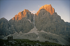 cime tosa from rif brenta (Ron Layters) Tags: italy mountains nature sunrise geotagged interestingness earlymorning slide explore valley transparency rescanned dolomites alpenglow pentaxmz10 utatafeature ronlayters slidefilmthenscanned cimatosa rifuggiobrenta rifugiomariaealbertoalbrentai gruppodibrenta geo:lat=461662 geo:lon=108731 madonnadicampaglio highestpositioninexplore178onmondaymarch312008