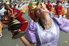 balit-ad (Farl) Tags: colors beauty smile face festival dance arch dancers philippines dancer charm grace cebu tradition sinulog stonino sinulog2006 cebusugbo