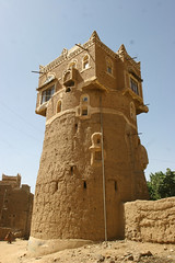 Tower in Wadi Dhar - Yemen (Eric Lafforgue) Tags: voyage travel republic felix middleeast arabic arab arabia yemen arabian sanaa ramadan yemeni yaman middleast arabie moyenorient jemen wadidhar lafforgue arabiafelix  arabieheureuse  arabianpeninsula    ericlafforgue iemen lafforguemaccom mytripsmypics imen imen yemni    jemenas    wwwericlafforguecom  alyaman ericlafforguecomericlafforgue contactlafforguemaccom yemenpicture yemenpictures