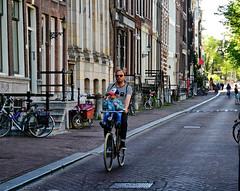 Amsterdam, Kloveniersburgwal, Papa Fiets (Nik Morris (van Leiden)) Tags: holland netherlands amsterdam bicycle nederland canals mokum fiets bik kloveniersburgwal nx3 papafiets