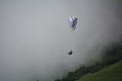 Ab in den Nebel 6 (bounty390) Tags: sport nebel natur gleitschirm gleitschirmfliegen paragleiten nebelstimmung