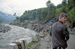 Dames, leaving Manali (Niall Corbet) Tags: india himachalpradesh himalaya himalayas manali rohtang rohtangla rohtangpass cycle bicyle bike tour touring expedition manalitoleyhighway