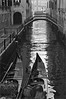 (frscspd) Tags: 77690007 20161307 pentax pentaxmx mx takumar takumar58mm 58mm ilford ilfordxp2400bw ilfordxp2 xp2 film filmgrain venice venezia canale canal gondola sotoportegodeleostreghe bridge water reflection takumar58mmf2 sonnar