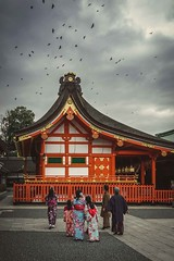 Look at the birds (Syahrel Azha Hashim) Tags: autumn sony 2016 shallow holiday simple kyoto details dramaticsky japanese architecture local outdoor fushimiinari temple traditional dof kimono a7ii sonya7 building humaninterest season 35mm people birds buildings colorimage vacation ilce7m2 prime shrine clouds naturallight traditionalclothing colorful outdoors beautiful travel syahrel getaway handheld colors exterior family light japan detail