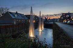 Centrum Leek Netherlands My home town (Reina Smallenbroek) Tags: reinasmallenbroek leek netherlands water fontein fountain town village dorp zonsondergang sunset cityscape canon