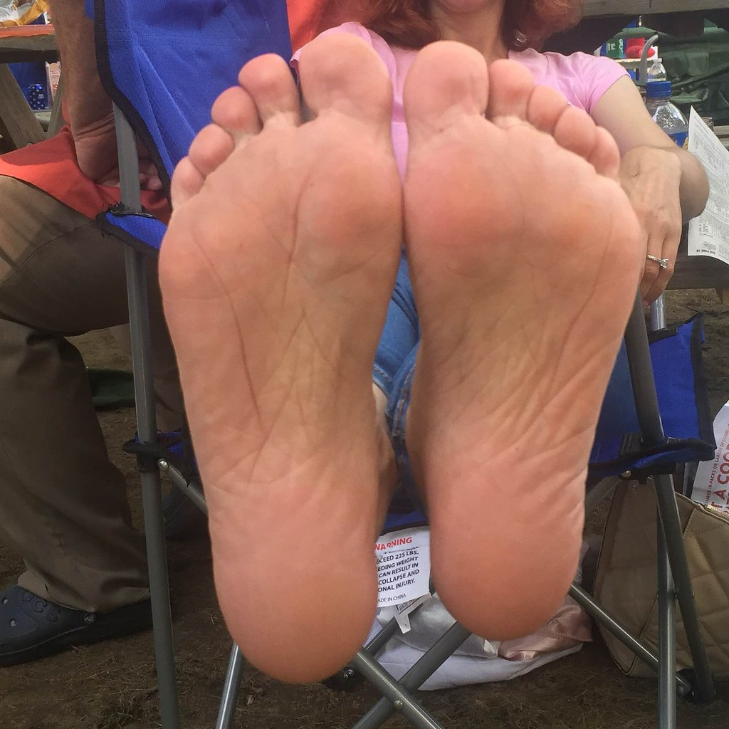 IMG_3151 (Lizzy Townsend) Tags: female feet foot fetish barefeet barefoot  barefootin hippy toes