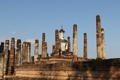 Wat Mahathat or Mahathat Temple, the most important and impressive temple in Sukhothai Historical Park. (raffaele pagani) Tags: sukhothai สุโขทัย albadellafelicità parcostoricodisukhothaisukhothaihistoricalparkregnodisukhothai tailandia thailandia thailand unesco unescoworldheritagesite unescopatrimoniomondialedellumanità patrimoniodellunesco patrimoniomondialedellumanità canon