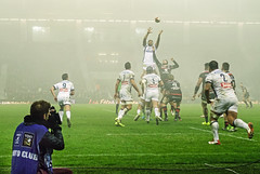 Line-Out (shlomo2000) Tags: rugby fight action ball french league frankreich stadium arena sport outside floodlight highiso lowlight sony rx100 m3 color photographer reporter dust