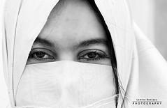 Eyes Touch (Papillon-DZ) Tags: algeria eyes algérie femmes hayek kasbah alger lamine arabesk algerlablanche lacasbah haïk laminebensaou