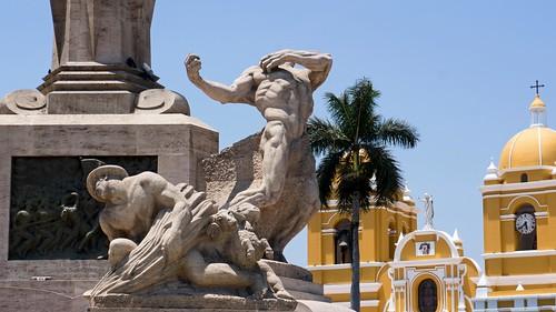 PlazaDeArmasDeTrujillo03