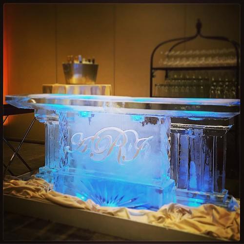 Classic #monogram #icebar for a beautiful #wedding @fsaustin tonight! #fullspectrumice #austin #thinkoutsidetheblocks #brrriliant - Full Spectrum Ice Sculpture