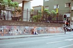 (Implosion VoidListica) Tags: colombia calle antioquia analoga medellin pared pinta trabajo semaforo