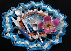 Carpeta al crochet (leograttoni) Tags: naturalezamuerta stilllife bodegón crochet cuchillo knife cuchara spoon vaso cup pote flor flower laplata buenosaires