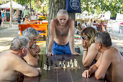 Observing the game (chat des Balkans) Tags: street old people holiday playing beach strand relax serbia chess streetlife des elder rest streetphoto oldpeople rue plage aux chill personnes novisad echecs vieux repos vojvodina odmor srbija voivodina photoderue serbie playingchess streetpicture jouant personnesages agees bleja blejanje serbiastreet ruedeserbie voivodine lifeinserbia vieenserbie serbiastreetphoto lifeinnovisad vieanovisad novisadstreet ruedenovisad novisadstreetphoto novisadbeach plagedenovisad echecsjouer echecsspecatorsspectateursobserversold chesspersonnes