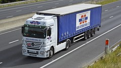 YK59 HTP (panmanstan) Tags: truck wagon mercedes motorway yorkshire transport lorry commercial vehicle freight sandholme m62 haulage hgv actros