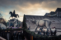 Le Roi des Ours (The King of Bears) (Gilderic Photography) Tags: cologne christmas market koln germany allemagne bear statue sculpture city ville canon 500d gilderic dwarf