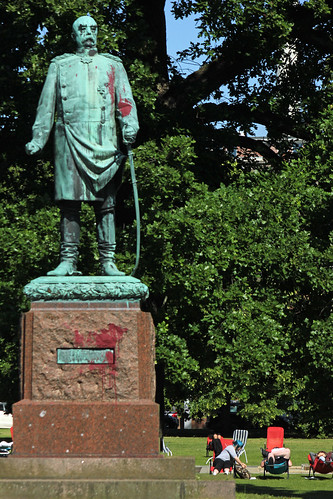 "Bismarck im Hiroshima-Park (01) • <a style=""font-size:0.8em;"" href=""http://www.flickr.com/photos/69570948@N04/18525925868/"" target=""_blank"">Auf Flickr ansehen</a>"