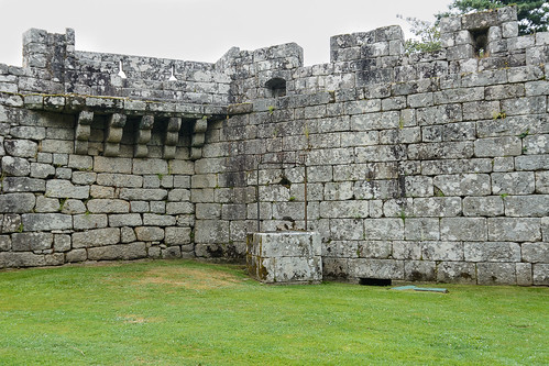 Muralla y patio de armas