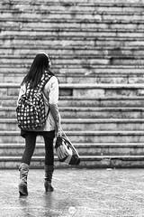 Nike. (Jose_Prez) Tags: madrid lluvia chica nike deporte urbana streetphoto bolsa msica escaleras mochila auriculares prisa cascos