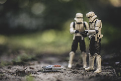 Everyone whats to play with the new toy. (3rd-Rate Photography) Tags: hovertankpilot hovertank tanktrooper tx225gavw occupier rogueone starwars toy toyphotography canon 50mm 5dmarkiii actionfigure jacksonville florida 3rdratephotography earlware