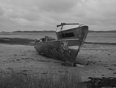 East Yelland Quay (leavesandpuddles) Tags: instowbarton derelict decaying decay dereliction abandoned abandonedship southwestcoastpath shipping monochrome torridge blancetnoir blancoynegro blackandwhite bw northdevon eastyellandquay instow rotting hull