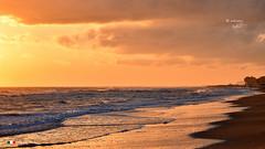 LA SPIAGGIA. (Salvatore Lo Faro) Tags: mare sole spiaggia battigia onde risacca rosso arancio blu riflessi sabbia nuvole rodi lidodelsole puglia italia italy salvatore lofaro nikon 7200