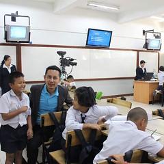 เยี่ยมชมการถ่ายทอดสดการสอนของ DLTV โรงเรียนวังไกลกังวล โรงเรียนของในหลวงของเรา เด็กๆกำลังเตรียมตัวออกรายการคับบบ