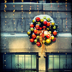 JoYeux Temps des Fêtes! (bbferrand) Tags: boules madameb neige noël pixlr carré décembre2016 nexus5 villemarie