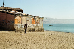 (Jeremy Hatcher) Tags: chile sea color film canon mar casa sand ae1 arena hombre mejillones binoculares