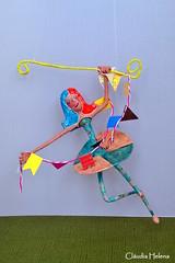 Dreaming... (* Cláudia Helena * brincadeira de papel *) Tags: brazil brasil fly dreaming sonho papermache vôo sonhando papiermachè papelmachê trapezista cláudiahelena