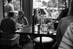 A quick drink (Jonathan_in_Madrid) Tags: edinburgh 2015 da35mmf28limited pentaxk3 scranandscallie