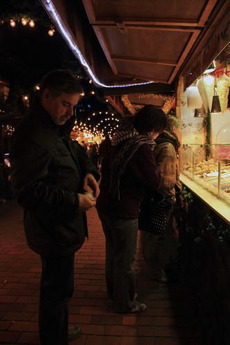 "Auf dem Weihnachtsmarkt (03) • <a style=""font-size:0.8em;"" href=""http://www.flickr.com/photos/69570948@N04/31697047892/"" target=""_blank"">View on Flickr</a>"
