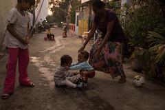 Mandalay - Myanmar 2016-2017 (- yt -) Tags: fujifilm mandalay myanmar southeastasia travel yusuketsutsuiphotography children streetphotography x100t xseries xshooter