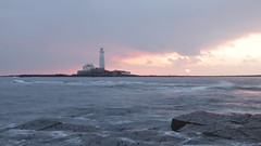 St Mary's Lighthouse (RobHoulison) Tags: st marys lighthouse northumberland coast coastline northumbrian island tyneandwear sunrise