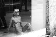 Lugo. 2015. (Jose_Pérez) Tags: lugo galicia maniquí maniqui blancoynegro byn bw blackandwhite escaparate urban nude reflejo desnudo
