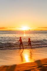 Children at the Beach (Shinichiro Hamazaki) Tags: hawaii waikiki waikikibeach ハワイ ワイキキ ワイキキビーチ 海岸 海 ビーチ beach graysbeach sunset 夕暮れ 日暮れ