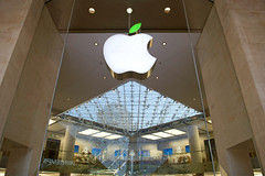 How Apple Stores Were Almost Apple Cyber Cafes... (vd_vdt) Tags: tech the 21st century corporation apple store cafes