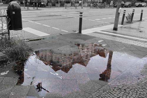 "Pfütze / puddle • <a style=""font-size:0.8em;"" href=""http://www.flickr.com/photos/69570948@N04/20166594785/"" target=""_blank"">Auf Flickr ansehen</a>"