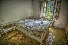 Time to go to bed... (Geppestein) Tags: building abandoned les bed bedroom nikon decay maison hdr highdynamicrange urbanexploring slaapkamer gebouw d800 urbex leegstand verlaten cuillères geppestein wwwgeppesteinfotografienl