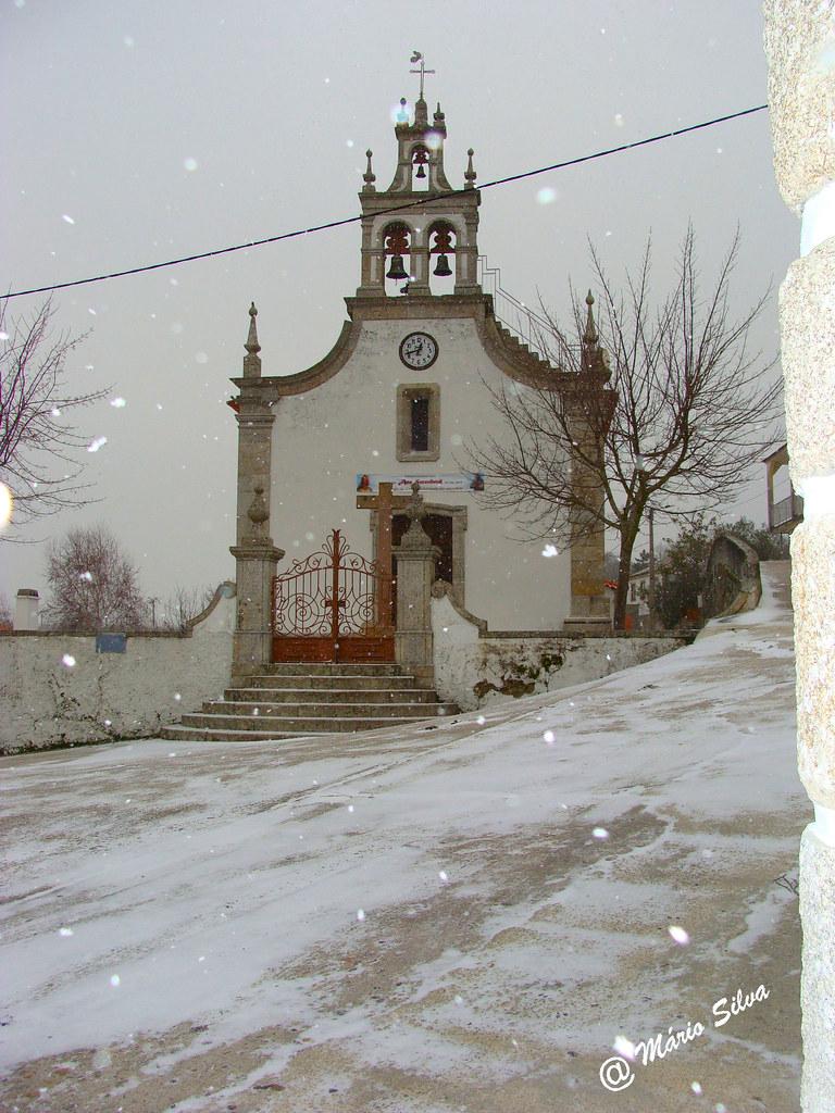 Águas Frias (Chaves) - ...igreja matriz em dia de nevada ...